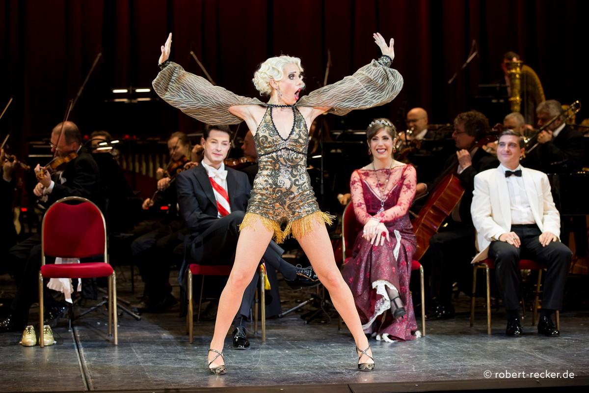 Sarah Bowden Marchen Im Grand Hotel Komische Oper Berlin